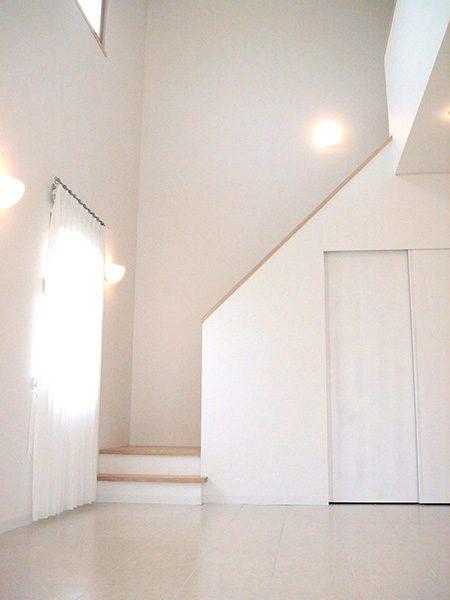 リビング階段と吹抜ホール...