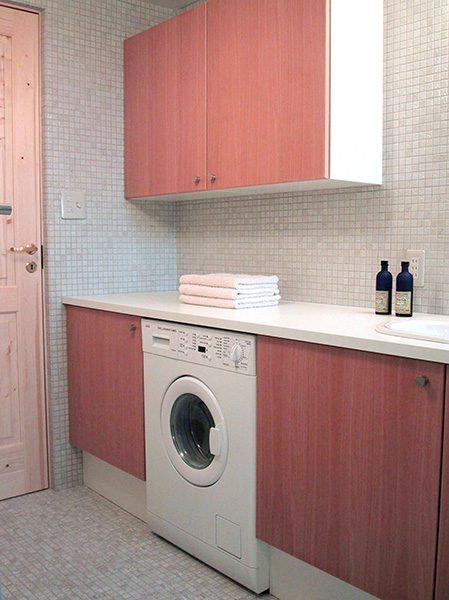 洗面に洗濯機をビルトイン...