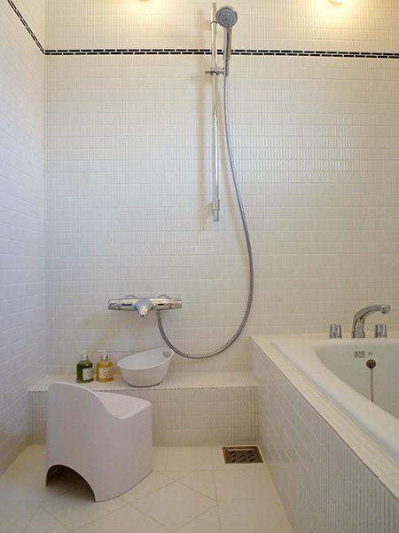 清潔感あふれるバスルーム...
