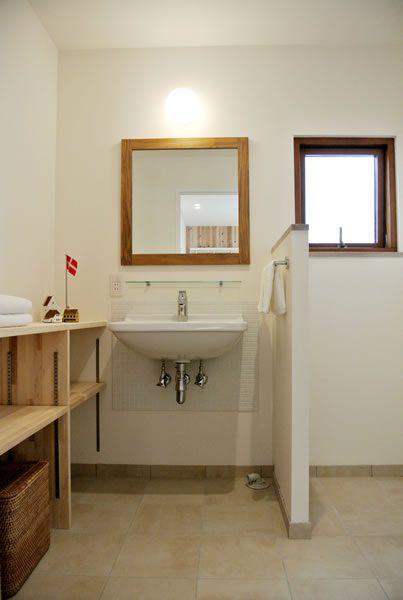 清潔感と使い勝手重視、1階ラヴァトリー...